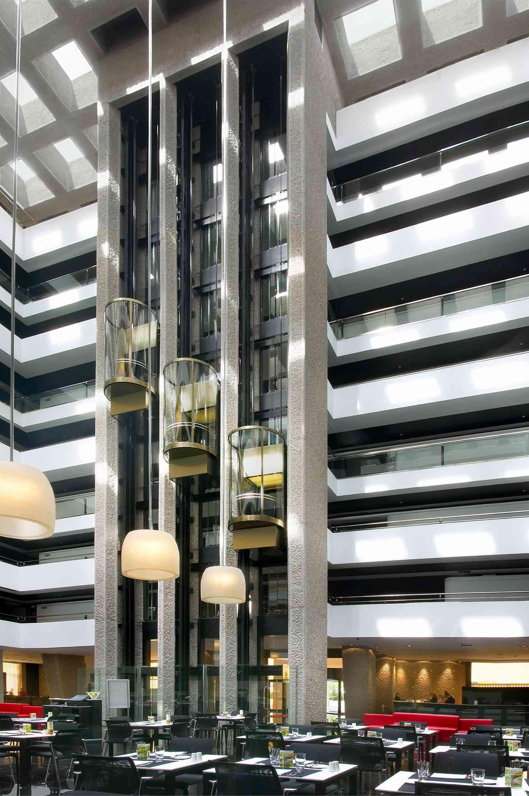 Hotel-Hilton-scaled